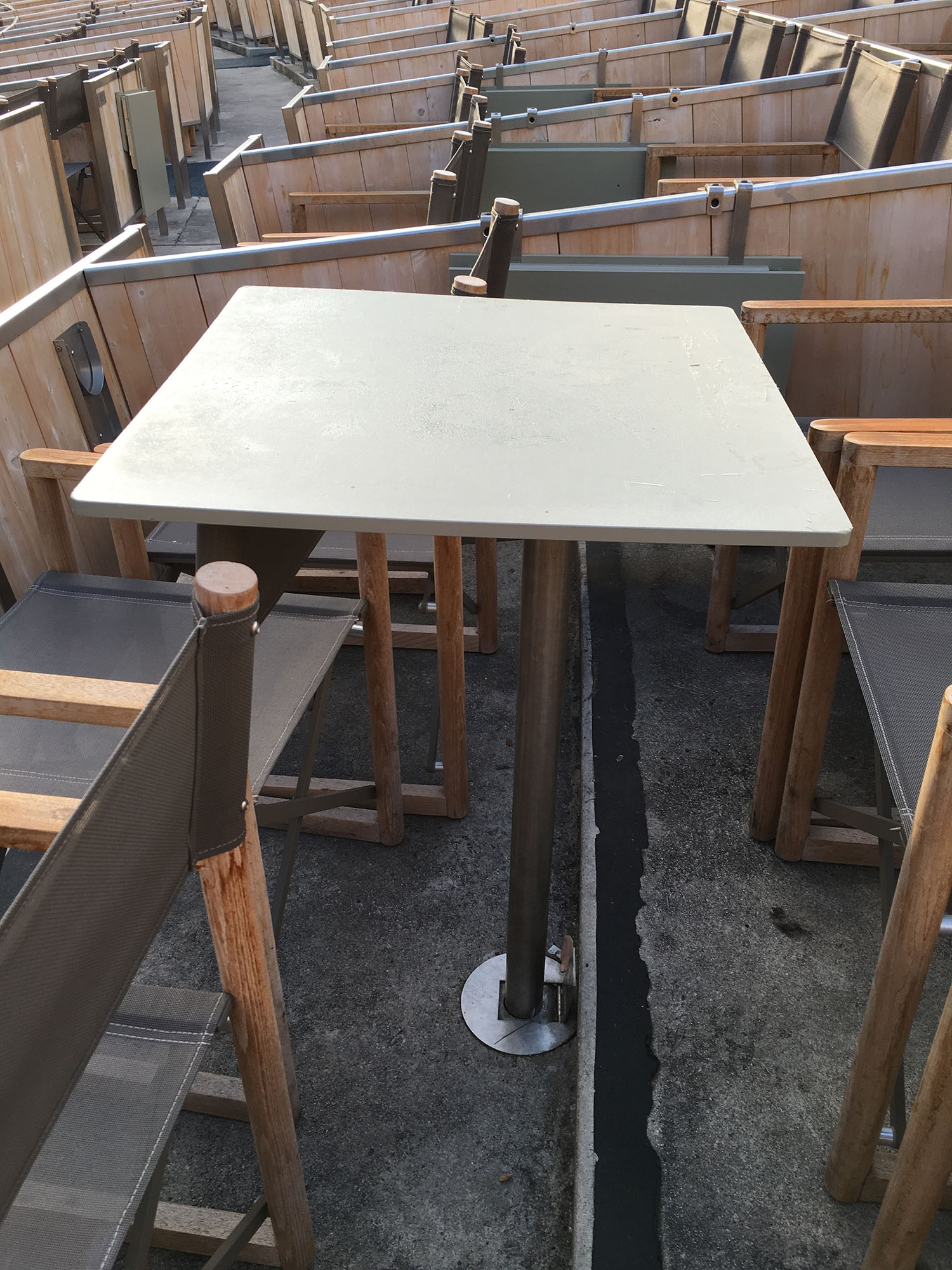 Hollywood Bowl 6-person box table